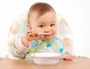 cho bé 6 tháng tuổi ăn dặm đúng cách