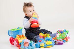 Những gì cần tìm trong một món đồ chơi cho bé 1 đến 2 tuổi