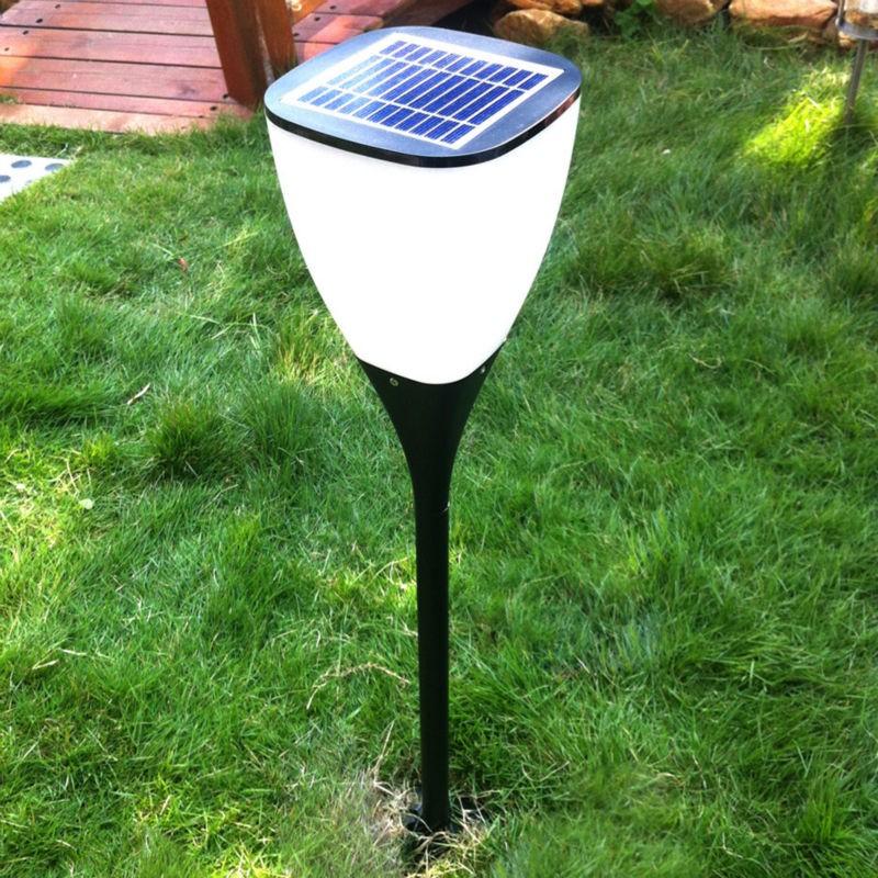 Đèn trang trí sân vườn năng lượng tái tạo