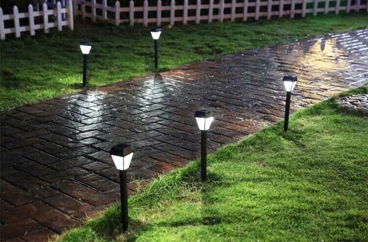 Đèn trang trí sân vươn năng lượng mặt trời hoạt động như thế nào