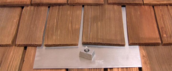 lắp hệ thống trên tấm pin trên mái gỗ