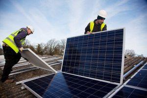 Tấm pin mặt trời được gắn vào mái nhà của bạn như thế nào?