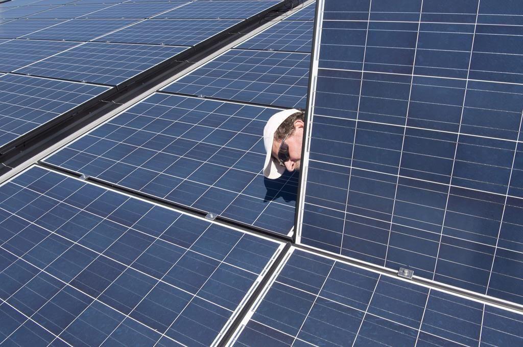 Cách nhận biết tấm pin năng lượng mặt trời nào tốt