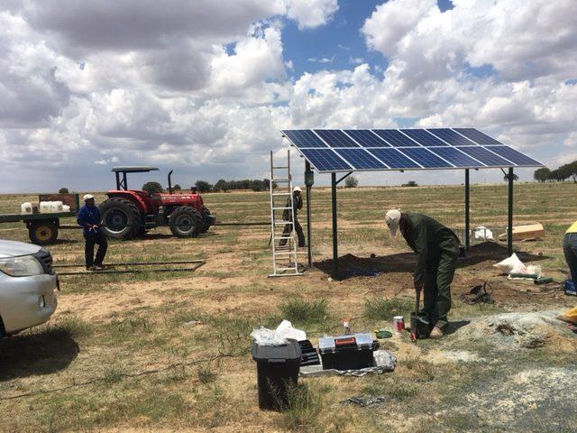 Động cơ máy bơm năng lượng mặt trời